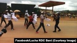 Les forces de sécurité arrêtent des manifestants à Beni, Nord-Kvu, RDC, 30 octobre 2017. (Facebook/LUCAH RDC Beni)