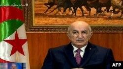 Le président algérien Abdelmadjid Tebboune prononçant un discours télévisé le 18 février 2021 à Alger.