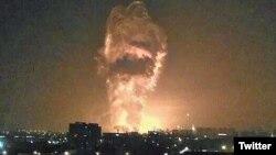 Foto yang beredar di media sosial menunjukkan ledakan besar menerangi langit malam hari di Tianjin, China hari Rabu (12/8).