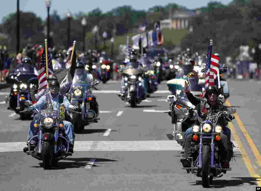 "Motorcyclists ride across the Memorial Bridge into Washington during the annual Rolling Thunder ""Ride for Freedom"" parade ahead of Monday's Memorial Day celebration, May 26, 2013."
