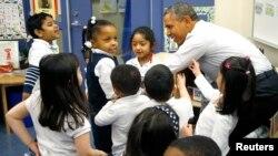 El presidente Obama compartió con los alumnos de kindergarten y resaltó la importancia de la educación de calidad desde edad temprana.