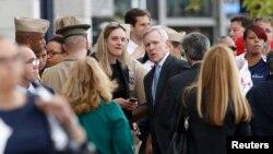 Министр ВМС США Рэй Мабус (в центре). Вашингтон. 16 сентября 2013 г.