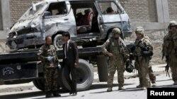 Lực lượng an ninh tại hiện trường vụ đánh bom tự sát ở Kabul, ngày 17/5/2015.