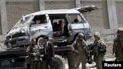 Avgansitanska vojska i policija na mestu gde se odigrao bombaški napad