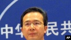 Phát ngôn viên Hồng Lỗi Bộ Ngoại giao Trung Quốc nói rằng việc này sẽ gây thương tổn cho sự hợp tác Mỹ-Trung trong lãnh vực năng lượng sạch và năng lượng tái tạo
