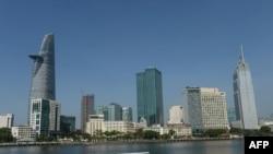 រូបឯកសារ៖ នេះជាទិដ្ឋាភាពនៃអគារខ្ពស់ៗនៅក្នុងក្រុងហូជីមិញ ដែលថតបានពីម្ខាងនៃទន្លេ Saigon។