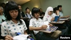 Jam wajib belajar malam ini akan berlaku untuk anak usia tujuh hingga 18 tahun, pada pukul 19.00 hingga 21.00. (Foto: Dok)