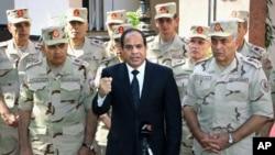 Pemimpin Mesir Abdel-Fattah el-Sissi hari Senin (27/10) memerintahkan perluasan peran militer untuk mengamankan Mesir.