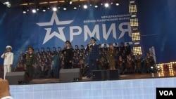 亞歷山德羅夫歌舞團去年夏季在莫斯科武器展開幕式上演出。