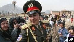 یک زن در وزارت دفاع و سه زن در وزارت داخله رتبۀ جنرالی دارند