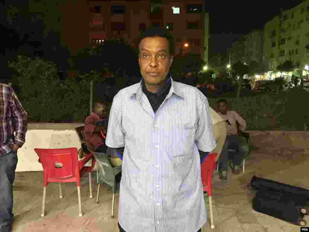 Mchezaji wa zamani wa soka wa Somalia Mohammad Mahmoud akihudhuria michuano ya AFCON