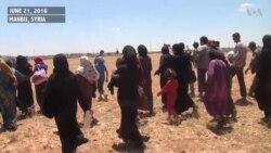 Thousands of Syrian Civilians Flee IS-held Manbij