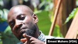 Le journaliste Hassan Murhabazi de la radio SVEIN de Bukavu (VOA/Ernest Muhero)