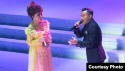 Bintang Indonesian Idol, Judika, bernyanyi bersama Elly Kasim. (Foto: Ria HD).