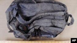 En la imagen, la mochila recuperada de un relleno sanitario en New Bedford, Mass. durante la investigación del atentado del maratón de Boston.