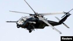 美国陆军和这架类似的UH-60黑鹰直升机相信已经在佛罗里达州沿海坠毁