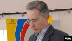 """""""Al expresidente Uribe se le quemaron las manos, dijo que las ponía al fuego para defender a Noguera"""", señala el senador."""