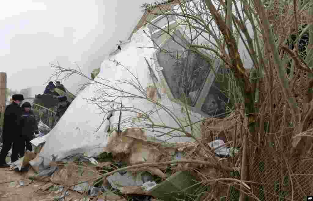 سقوط یک هواپیمای باربری ترکیه در شمال بیشکک پایتخت قرقیزستان ۳۷ کشته برجای گذاشت. ۱۵ خانه از بین رفت.