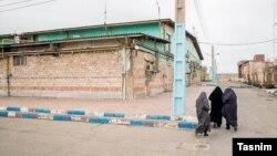 سالن زندان قرچک ورامین (شهرری) که گفته می شود قبلا سوله مرغداری بوده و حالا بیش از هزار زن در آن زندانی هستند.