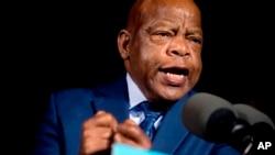 Lewis, uno de los legisladores más respetados por ambas bancadas en el Congreso, es uno de los seis congresistas demócratas que hasta el momento han declinado su asistencia al evento.