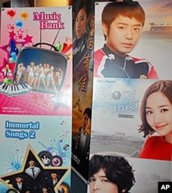 台北电视节展览一角,韩国、北京和江苏影视作品海报