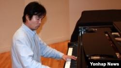 탈북자 출신 피아니스트 김철웅 (자료사진)