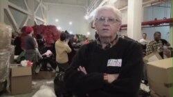 纽约慈善组织为10万人分发大衣