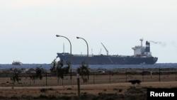 Kapal berbendera Korea Utara berlabuh di terminal ekspor Es Sider di Ras Lanuf (8/3), Libya.