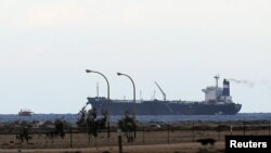 Kapal tanker Korea Utara di pelabuhan al-Sidra