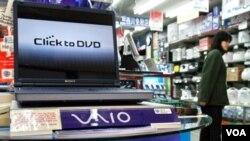 La serie de laptops Vaio E tiene tres tamaños de pantallas: 35.56, 39.37 y 43.94 cm y tiene los procesadores de segunda generación Intel Core i3 o i5.