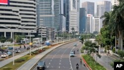Suasana di jalan Sudirman, Jakarta, terlihat sepi saat diterapkannya PSBB untuk mengurangi penyebaran virus Covid-19, 14 September 2020. (Foto: dok).