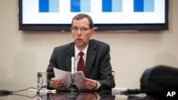 Congressional Budget Office Director Douglas W. Elmendorf holds a briefing for reporters on the CBO's updated budget and economic outlook, Monday, Jan. 26, 2015.