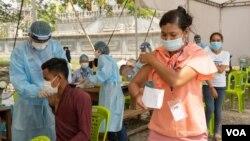 Covid-19 vaccination drive in Phnom Penh, Cambodia, May 10, 2021. (Malis Tum/VOA Khmer)