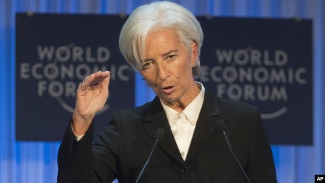 Kepala Dana Moneter Internasional (IMF) Christine Lagarde memperingatkan di Davos, Swiss bahwa pemulihan ekonomi global masih 'rapuh dan perlahan' (26/1).
