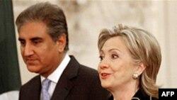 Sekretarja Klinton dhe Ministri i Jashtëm pakistanez Mehmud Kureshi, 24 mars 2010