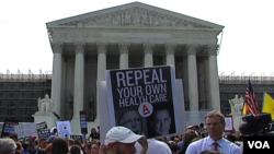 美国民众聚集在联邦最高法院门前