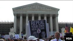 美國民眾聚集在聯邦最高法院門前