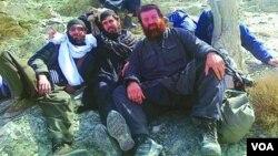 აიუფ ბორჩაშვილი (მარჯვნივ) ავღანეთში, პანკისელ ისლამისტებთან ერთად