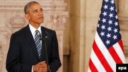 Es la segunda vez en un mes que el presidente tiene la triste tarea de consolar víctimas de una masacre.