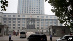山东省济南市中级人民法院。济南中院9月间使用微博通报了薄熙来庭审的许多细节。