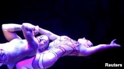 Duo Solys tampil di Festival Sirkus Internasional di Budapest, Hungaria, 9 Januari 2018.