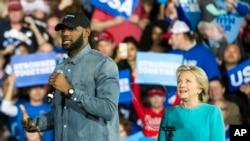 Clinton da fitaccen dan wasan kwallon kwando LeBron James