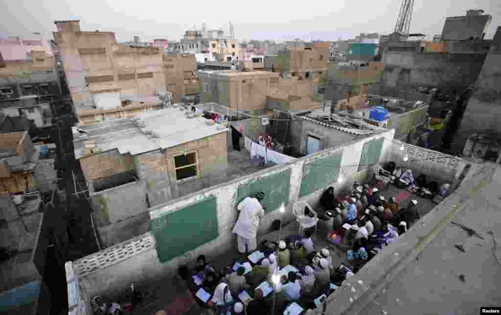 ایک اندازے کے مطابق پاکستان کی موجودہ آبادی اٹھارہ کروڑ سے زائد ہے اور پاکستان اس لحاظ سے دنیا کا چھٹا بڑا ملک ہے۔
