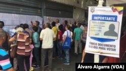 Colombianos residentes en Venezuela votaron el domingo, 27 de mayo, de 2018, en la elección presidencial de donde surgirá el sucesor del presidente Juan Manuel Santos.