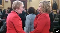 两个红衣女郎