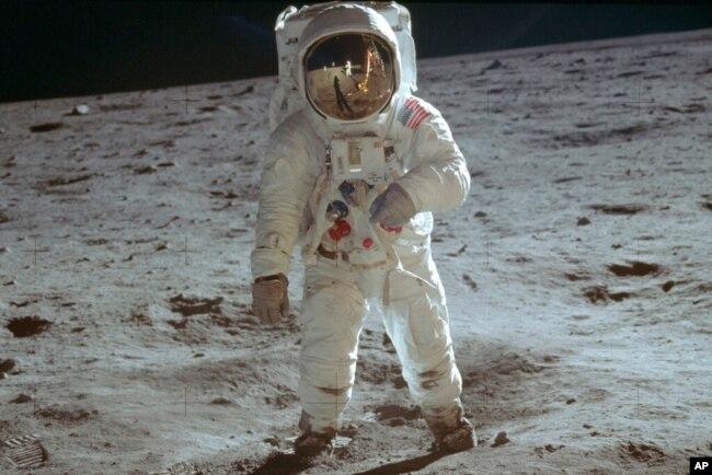 Ảnh phi hành gia Buzz Aldrin đặt chân lên mặt trăng vào ngày 20/7/1969.