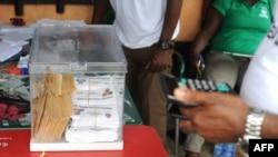 Un bureau de vote à Malabo, 24 avril 2016.