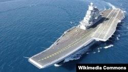 Tàu sân bay INS Vikramaditya có thể chở đến 30 máy bay và thủy thủ đoàn khoảng 2.000 người.