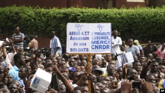Malians who back the military coup d'etat, demonstrate in the capital Bamako, March 28, 2012.