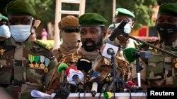 Le colonel Assimi Goita, président du Comité national pour le salut du peuple, s'adresse à la presse le 22 septembre 2020.